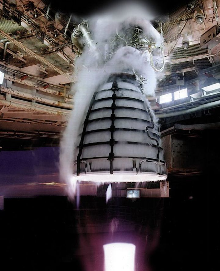 -108881024-rs-25-engine-test-2-1