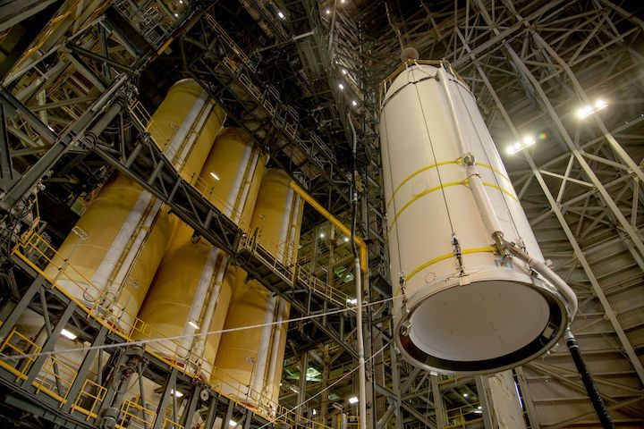 040821-deltaiv-heavy-nrol82-a-ula-2000x1333-2400-1601-80-s-c1