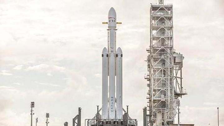104929780-spacex-falcon-heavy5