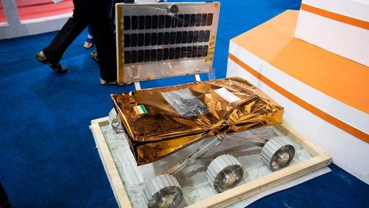 1280px-chandrayaan-2-rover-engineering-model-3-696x392