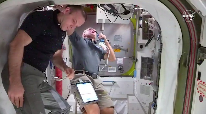 2020-06-iss-spacewalk65-ae