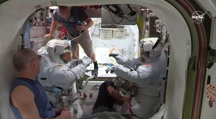 2020-06-iss-spacewalk65-am