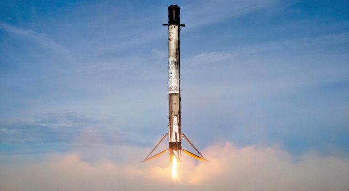cargo-dragon-c108-crs-18-falcon-9-b1056-vertical-spacex-landing-lz-1-1-crop-1024x562