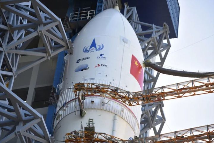 cz5-y4-rollout-tianwen1-17072020-casc-payload-fairing-879x588