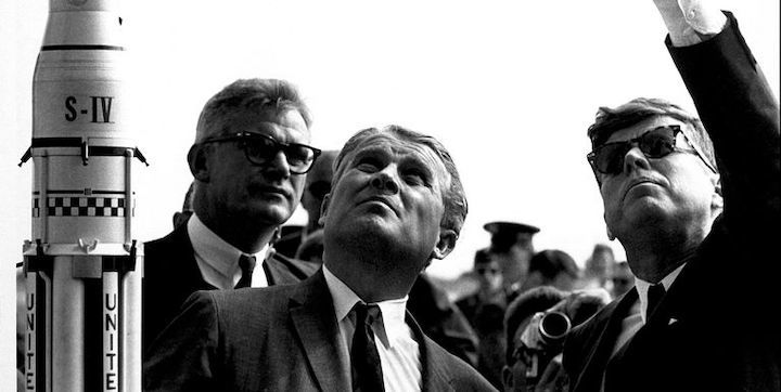 dr-wernher-von-braun-and-robert-seamans-explaining-the-news-photo-1582491051