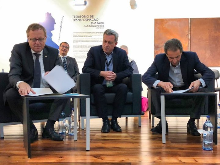 esa-and-portugal-sign-agreement-node-full-image-2