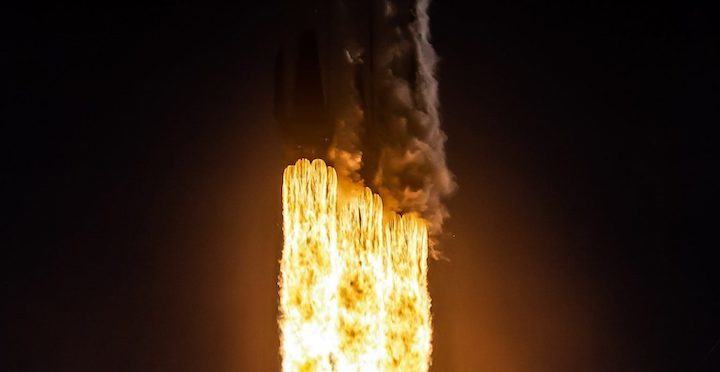 falcon-heavy-flight-2-liftoff-spacex-detail-2-crop-1536x793