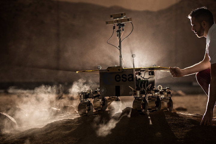 model-of-exomars-rover-at-control-centre-large