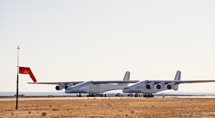 stratolaunch-taxi-1