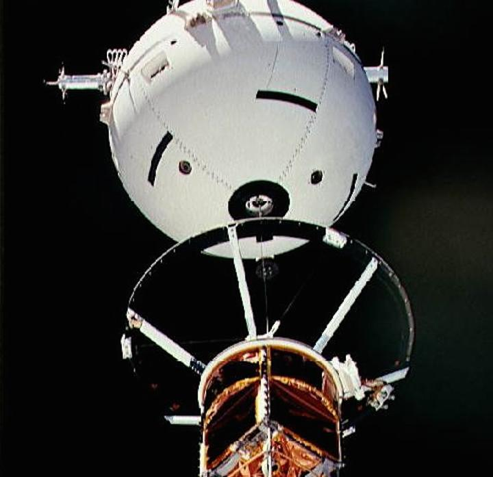 sts-46-tss-1-tether-close-up