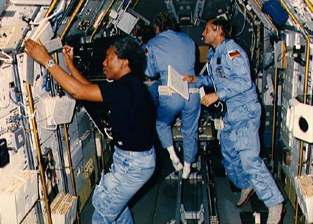 sts-61-a-crew-in-spacelab-d-1