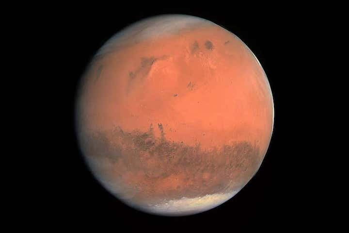 true-colour-image-of-mars-seen-by-osiris-web-1