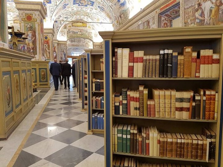 vatican-library-tour-node-full-1